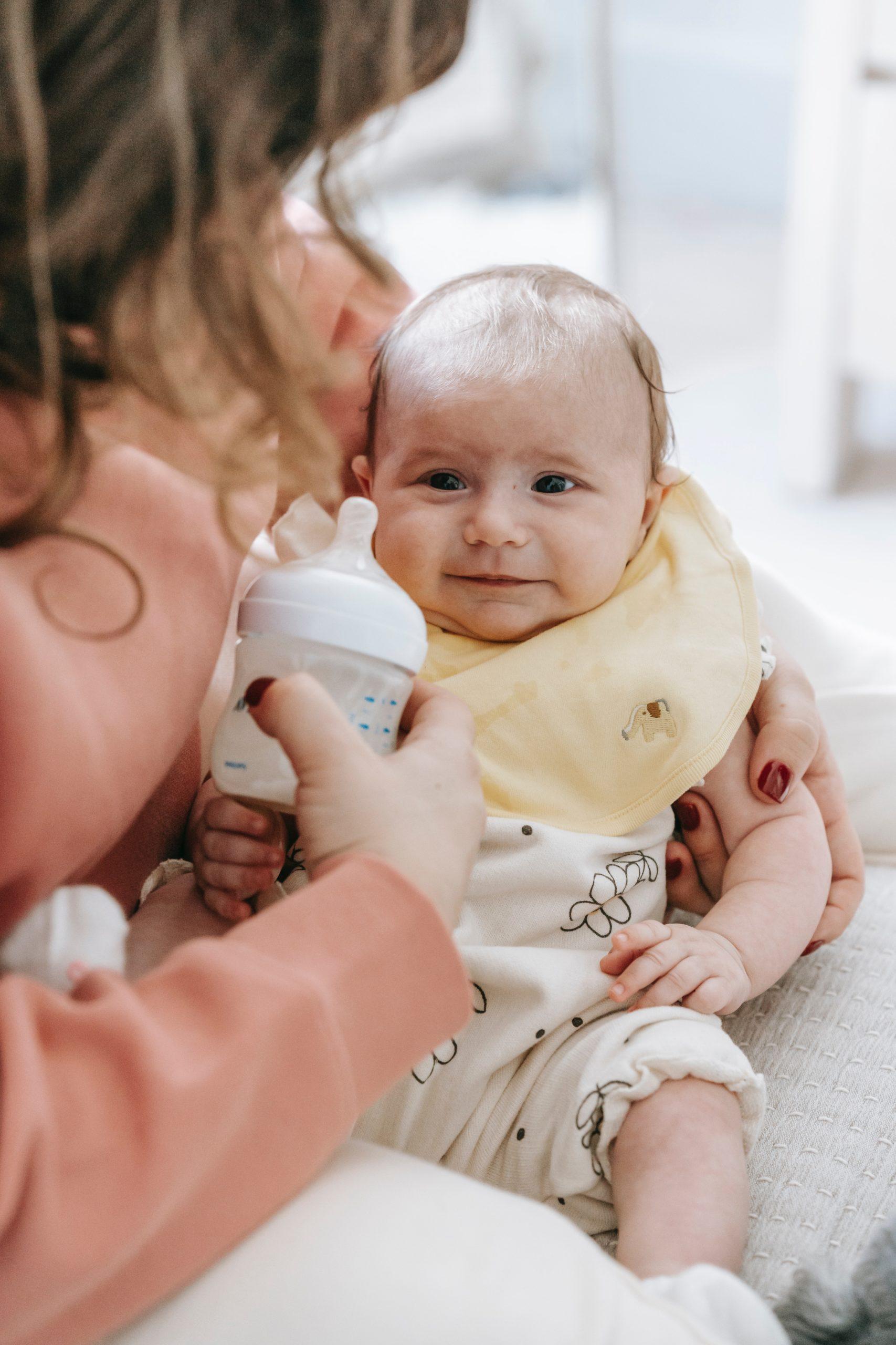savoir quand bébé pipi caca signes